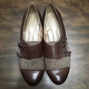 Naturalizer brown leather and cloth flats.
